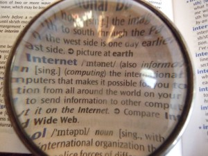 800px-Dictionary_through_lens